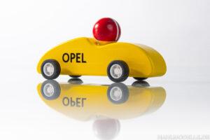Spielzeugmodell mit Rückzugmotor und Fahrerfigur